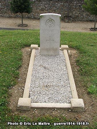 Tombe individuelle du militaire britannique F. Nuth décédé en mai 1918