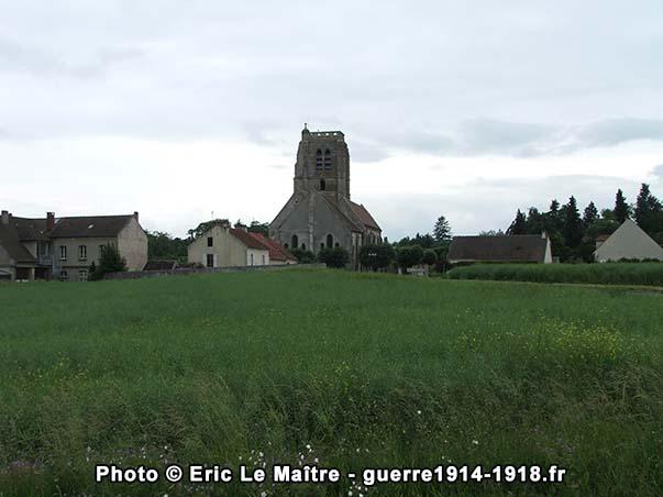 La tour carrée vue depuis la D94 au niveau du cimetière communal