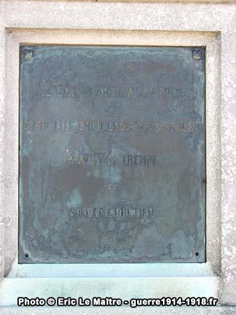 Citation gravée sur le monument à la mémoire de Gaston de Gironde à Vivières