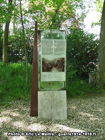 Panneau touristique à proximité du monument de la Croix Brisée
