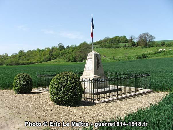 Une autre vue du monument des fusillés de Vingré
