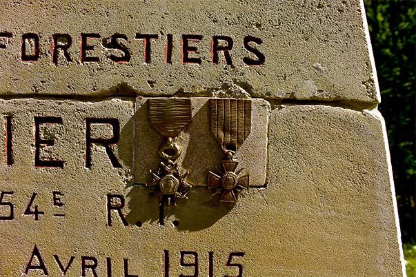 Détails du monument à la mémoire des Gardes des Eaux et Forêts de Compiègne