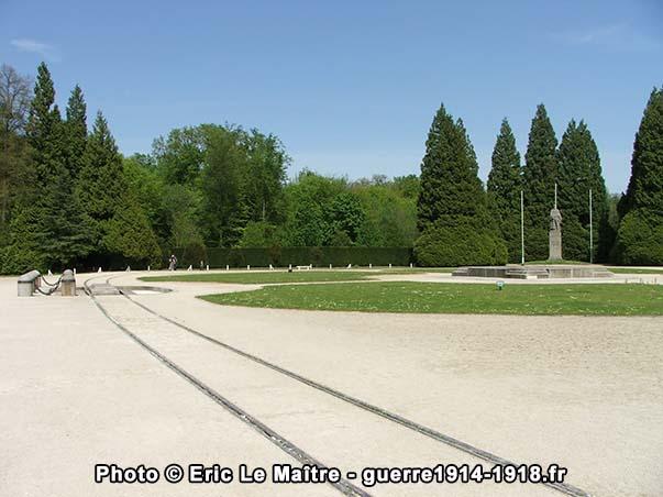 Vue de la partie centrale de la Clairière de l'Armistice à Compiègne