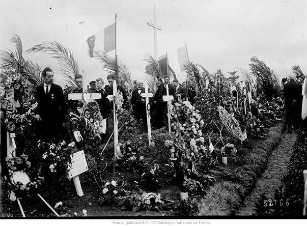 Anniversaire de la Marne, 8 septembre 1918, grande tombe de Villeroy : photographie de presse / Agence Rol