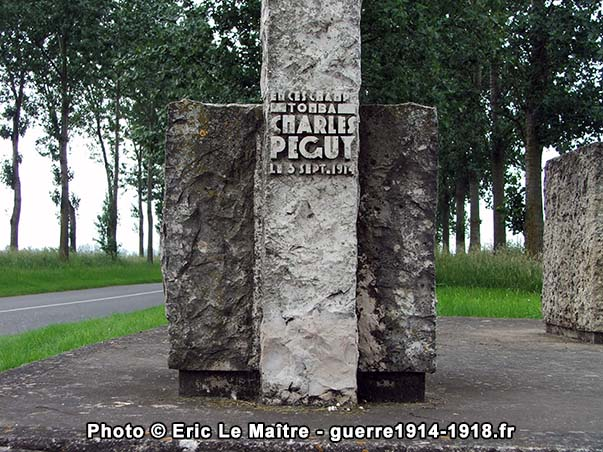Détails de l'inscription du monument Charles Péguy à Villeroy