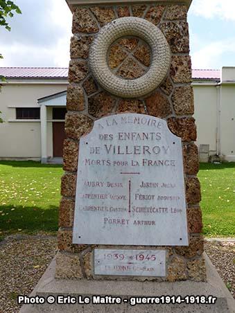 Détails des ornements du monument aux morts 1914-1918 de Villeroy