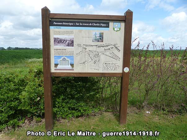 Panneau sur le parcours historique sur les traces de Charles Péguy