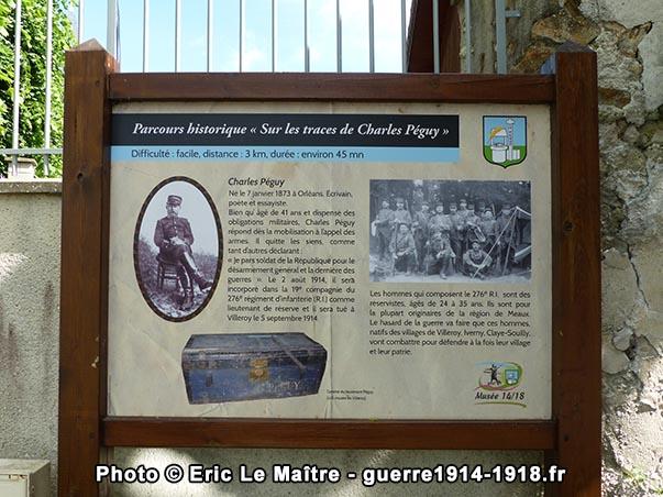 """Le premier panneau du parcours historique """"sur les traces de Charles Péguy"""" à Villeroy"""