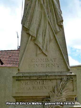 Les inscriptions gravées sur la partie centrale du monument aux héros de la Marne à Iverny