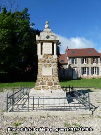 Vue de face du monument aux morts 14-18 de Neufmontiers