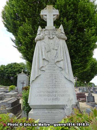 Partie haute du tombeau d'Adolphe Whitcomb au cimetière communal d'Iverny