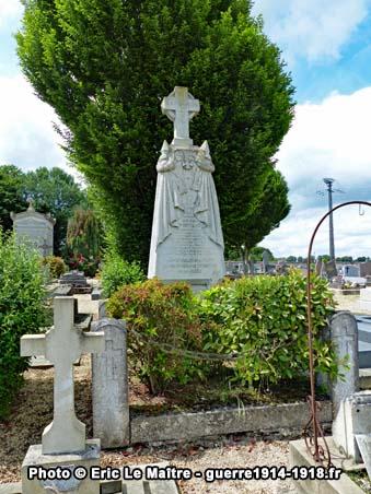 Photographie du tombeau d'Adolphe Whitcomb à Iverny (Seine-et-Marne)