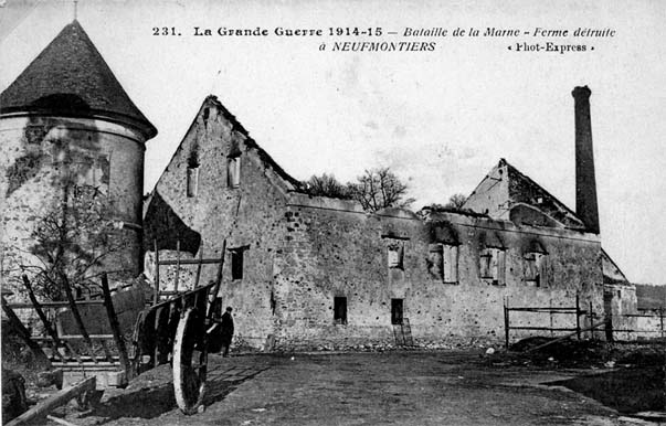 Carte postale ancienne montrant les ruines de la ferme de monsieur Proffit incendiée par les allemands le 5 septembre 1914