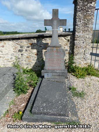 Sépulture du capitaine Georges Denis au cimetière communal de Chauconin-Neufmontiers