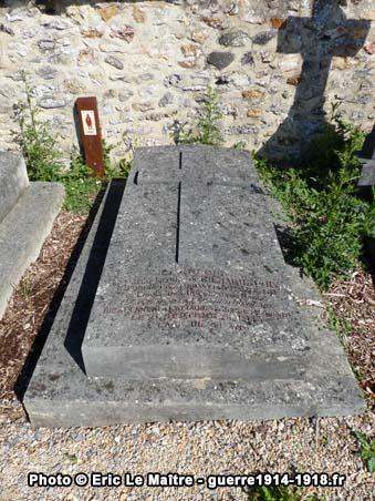 Sépulture du capitaine Jacques de Richard d'Ivry au cimetière communal de Chauconin-Neufmontiers