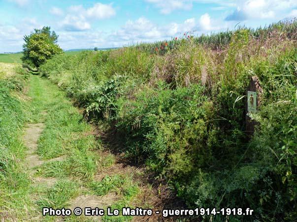 """Point n°4 de la boucle de randonnée """"sur les pas de la brigade marocaine, 5 septembre 1914"""" et le chemin creux menant à l'église de Chauconin-Neufmontiers"""