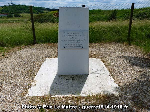 Monthyon - La stèle de la butte de la Saulorette, photographiée de face