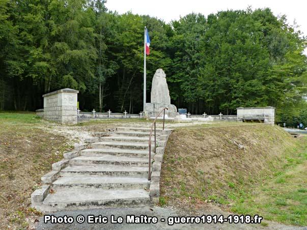 Plan large sur le monument du colonel Driant