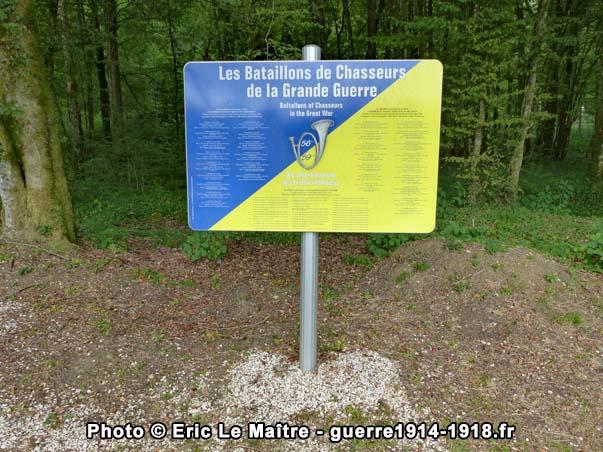Panneau destiné aux visiteurs dédié aux bataillons de chasseurs de la Grande Guerre